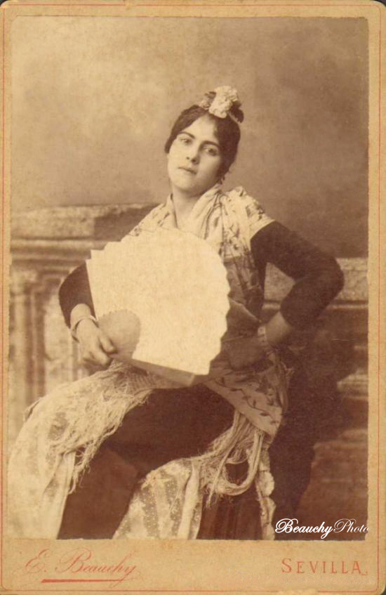 Retrato de mujer con abanico