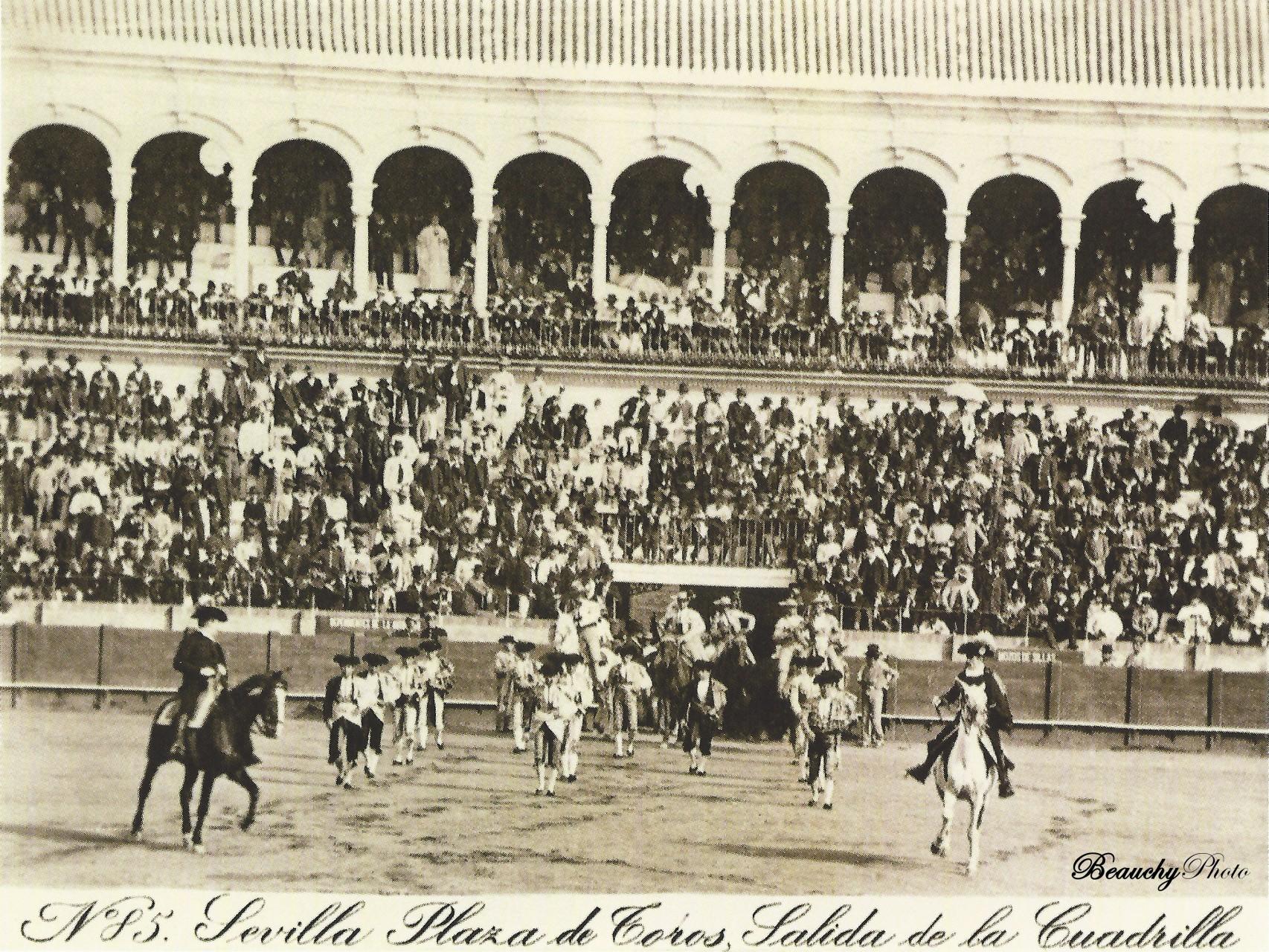 Salida de la Cuadrilla en la Plaza de Toros de Sevilla