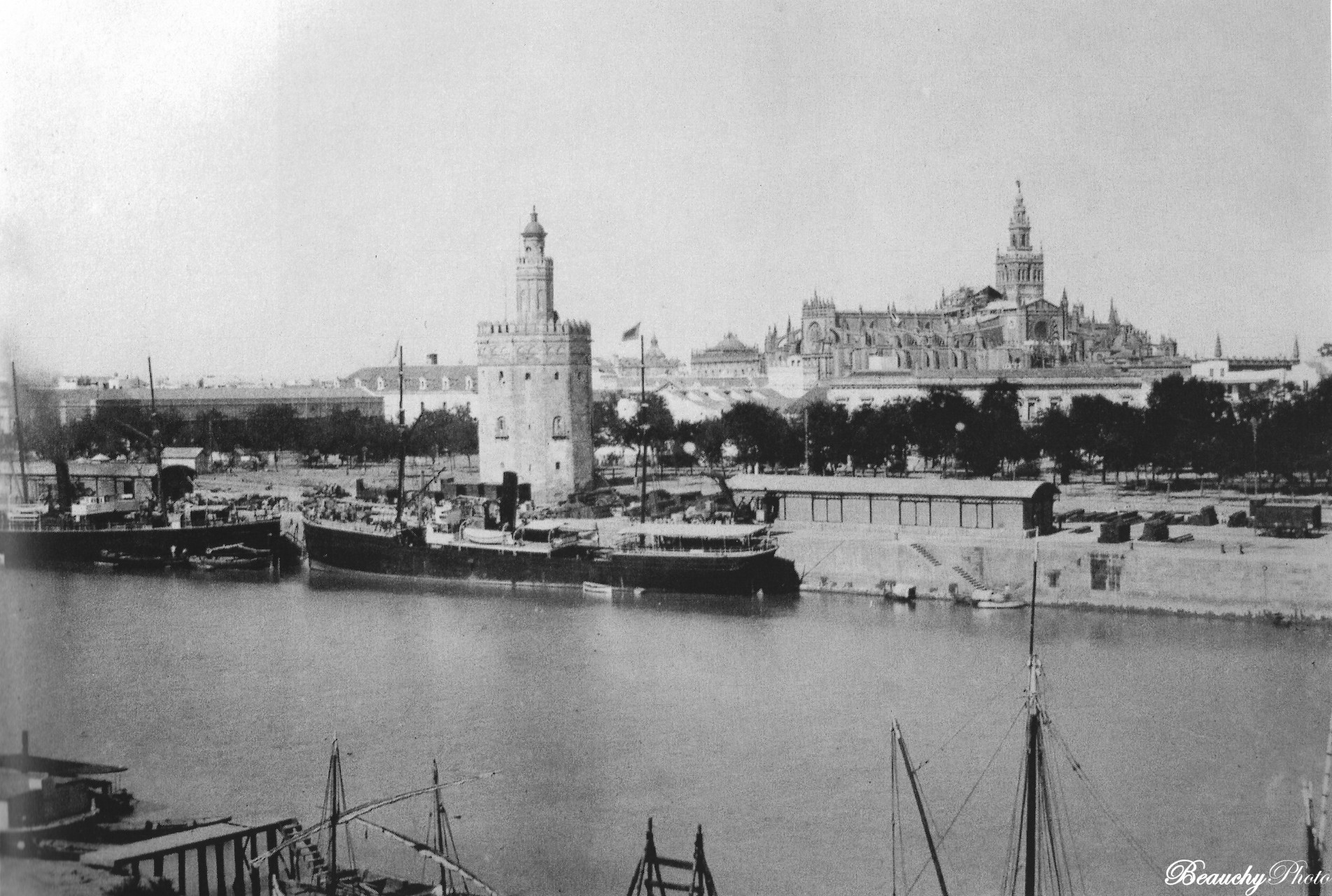 Muelle, Torre del Oro y Catedral