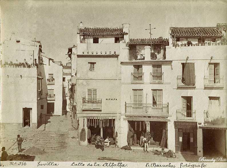 Vista de la Calle de la Alfalfa (hoy Plaza de la Alfalfa) tomada en 1880 por Emilio Beauchy Cano