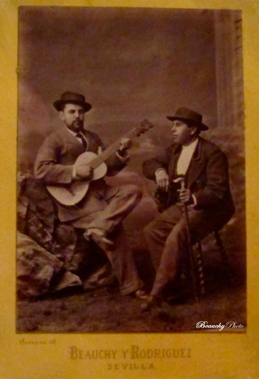 Beauchyphoto_Dos-hombres-sentados_Julio_Beauchy_Peron_fotografias_antiguas_postales_retratos