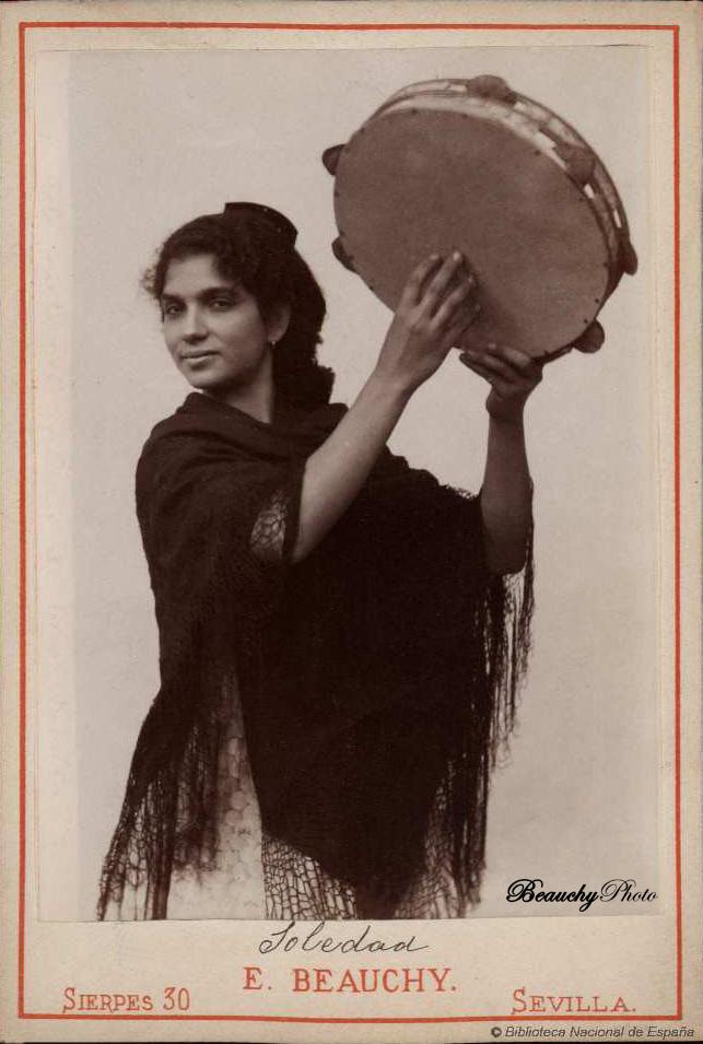 beauchyphoto_soledad_tocando_la_pandereta_emilio_beauchy_cano_fotografias_antiguas_postales_retratos_flamenco