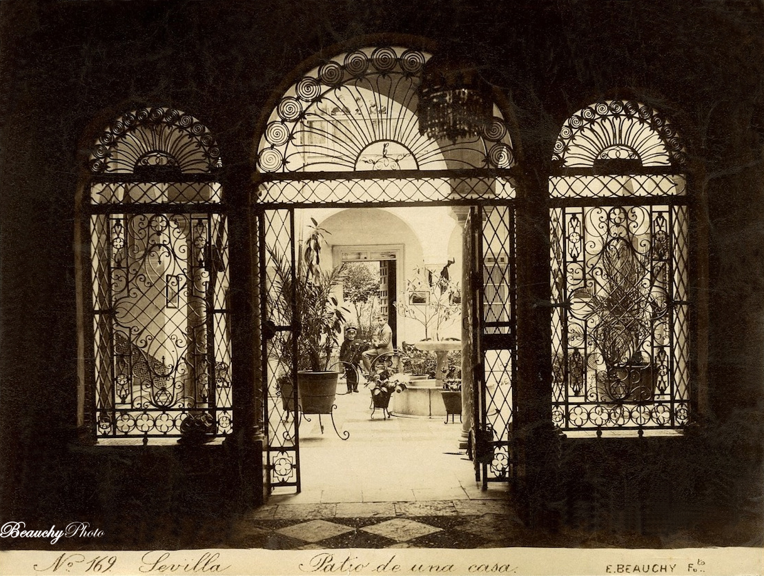 Patio de una casa sevillana