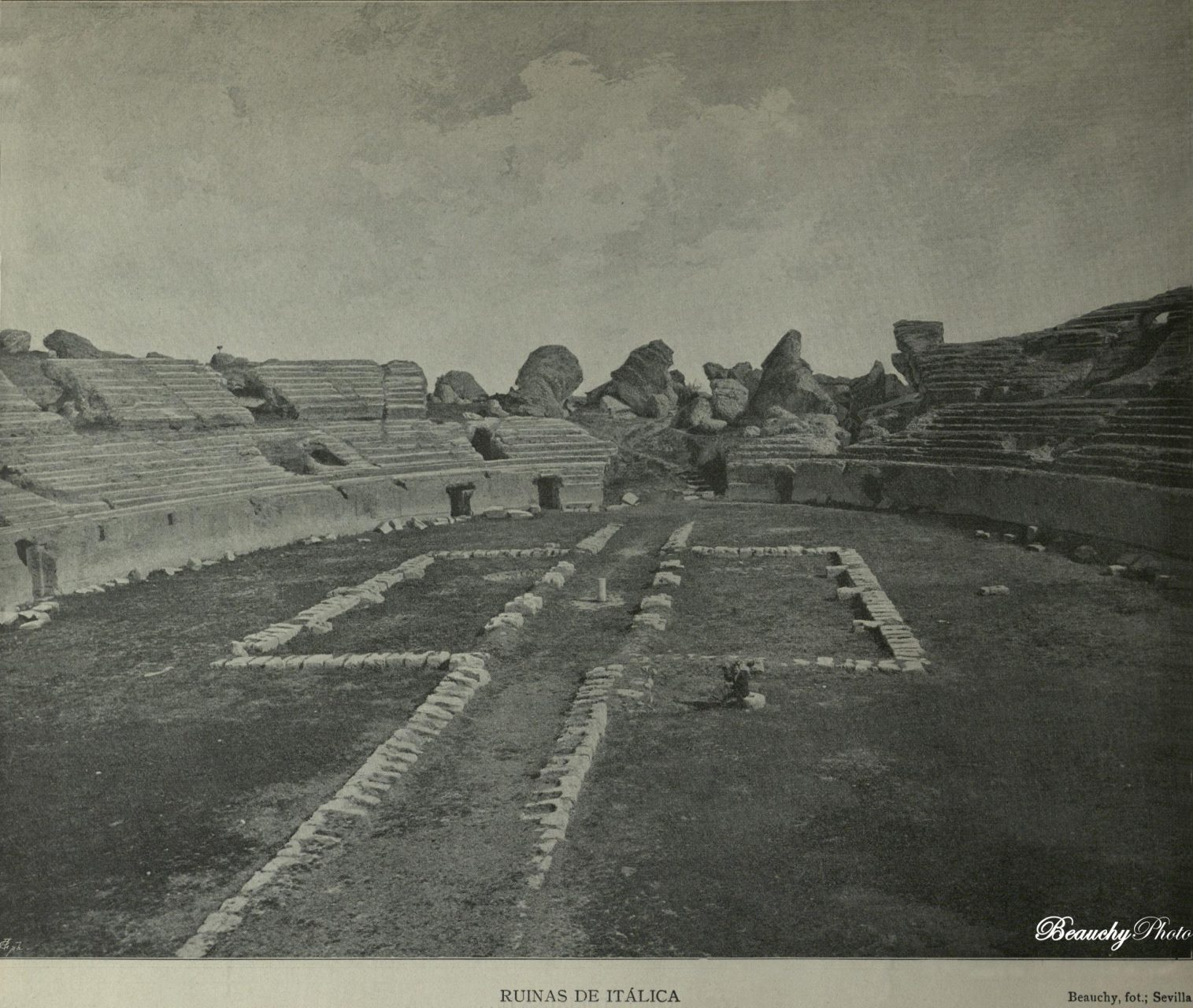 Beauchyphoto_Ruinas_de_Itálica_Anfiteatro_Emilio_Beauchy_Cano_fotografias_antiguas_postales_vistas_y_monumentos