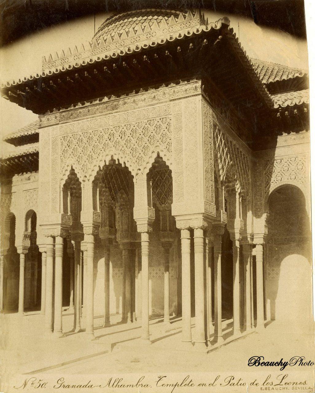 Beauchyphoto_Granada_Alhambra_Templete_en_el Patio_de_los_Leones_Emilio_Beauchy_Cano_fotografias_antiguas_postales_vistas_y_monumentos