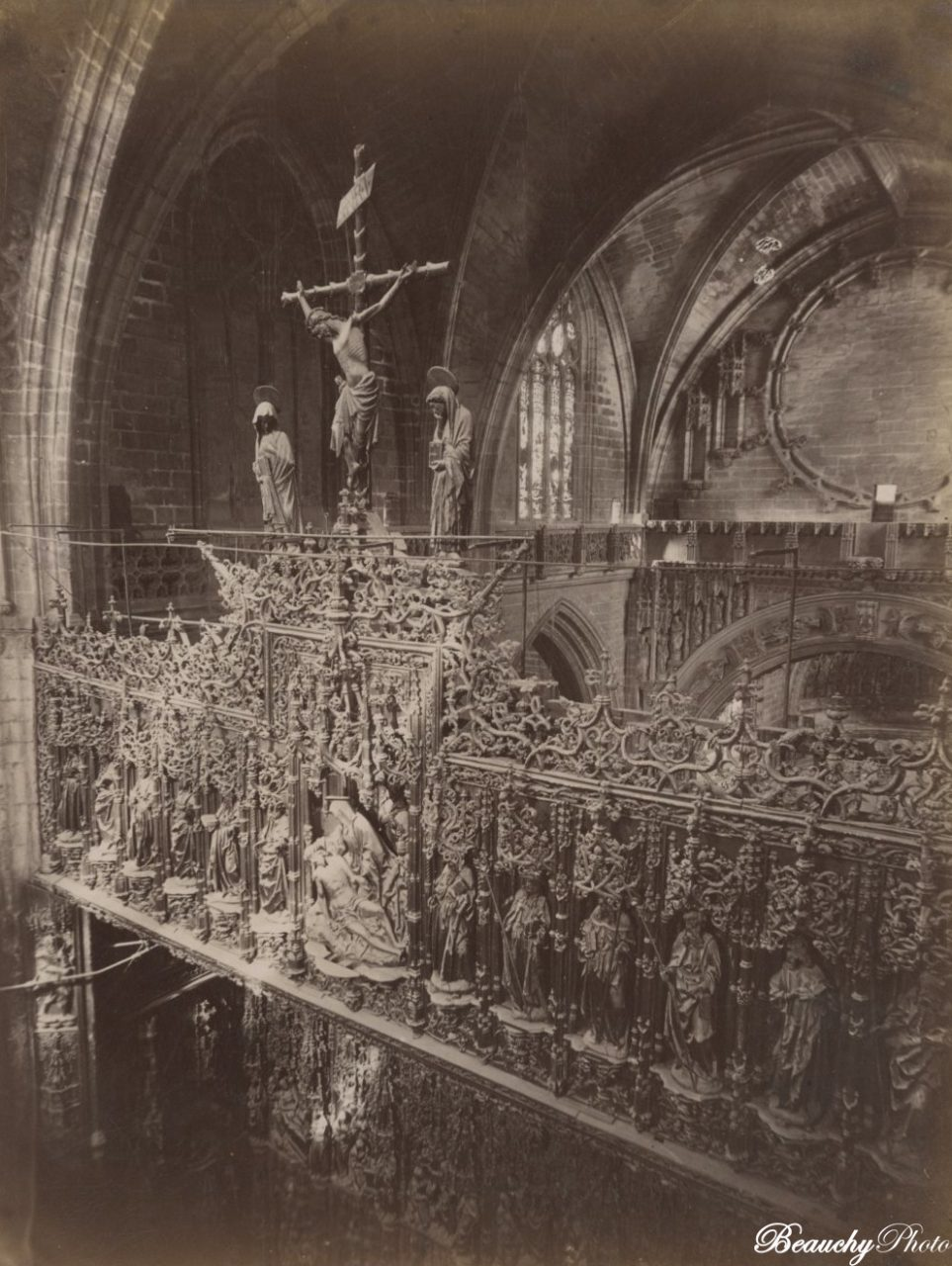 Beauchyphoto_Interior_de_la_Catedral_parte_alta_del_Altar_Mayor_Sevilla_c.1875_Emilio_Beauchy_Cano_fotografias_antiguas_postales_vistas_y_monumentos