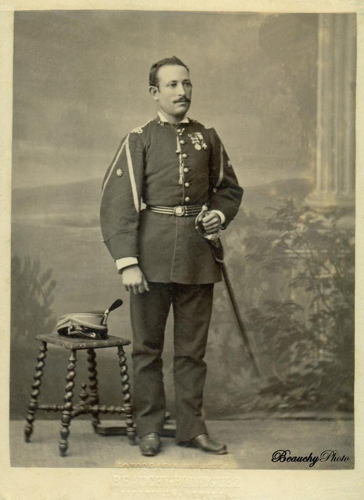 Beauchyphoto_Alférez_de_Infantería_Regimiento_Nº_12_c.1860_Julio_Beauchy_Peron_fotografias_antiguas_postales_retratos