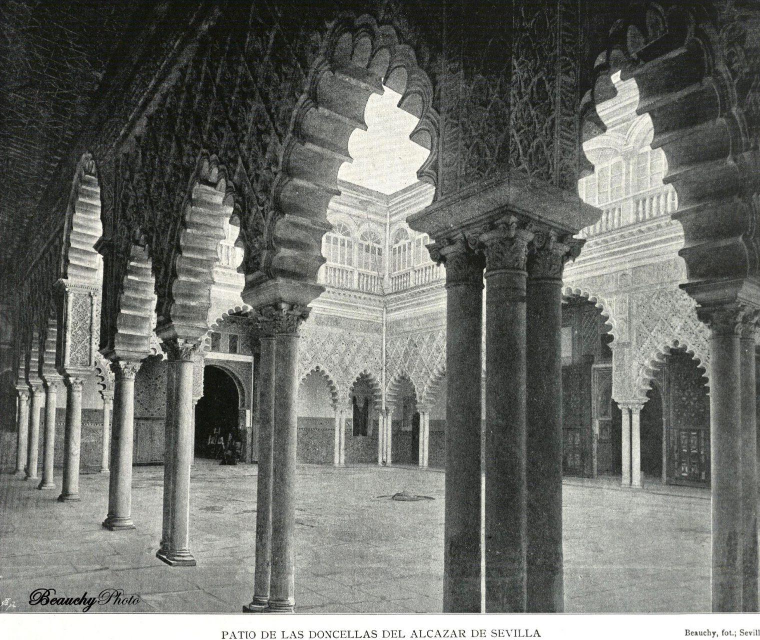 Patio de Las Doncellas del Real Alcázar de Sevilla