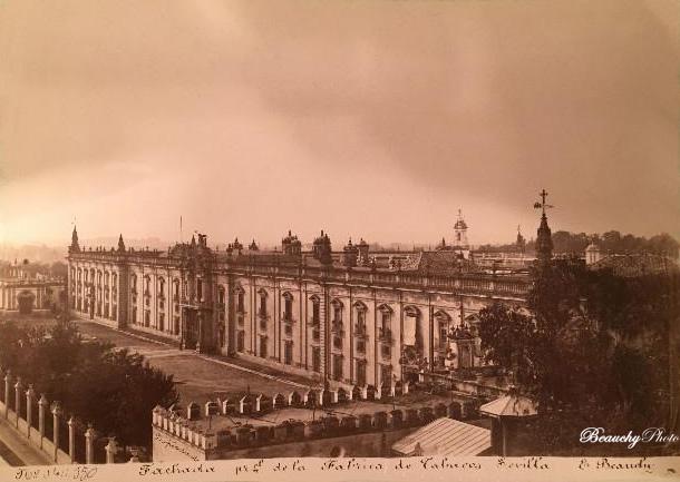 Fachada principal de la fabrica de tabacos de Sevilla