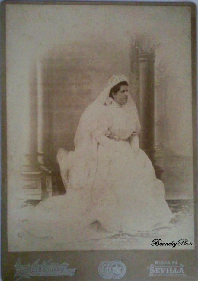 Retrato de novia sentada (EBC)