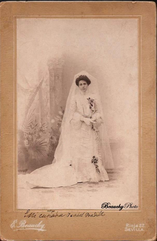 Retrato de novia de pie (EBC)