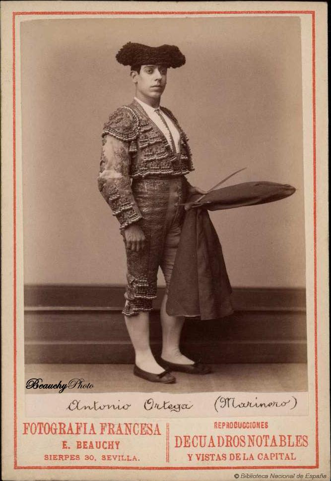 Torero Antonio Ortega Marinero con muleta