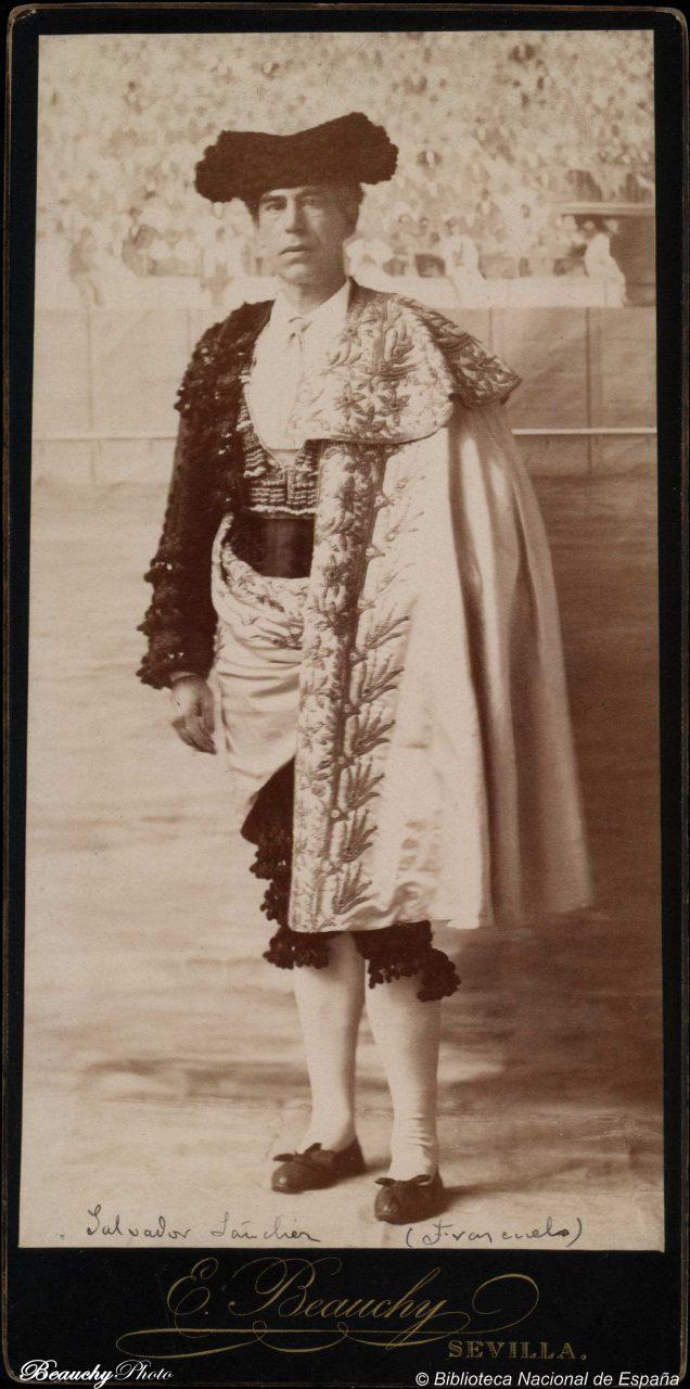 Torero Salvador Sánchez Frascuelo con capote