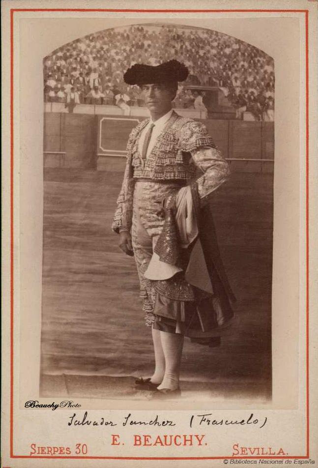 Torero Salvador Sánchez Frascuelo con cpaote de paseo
