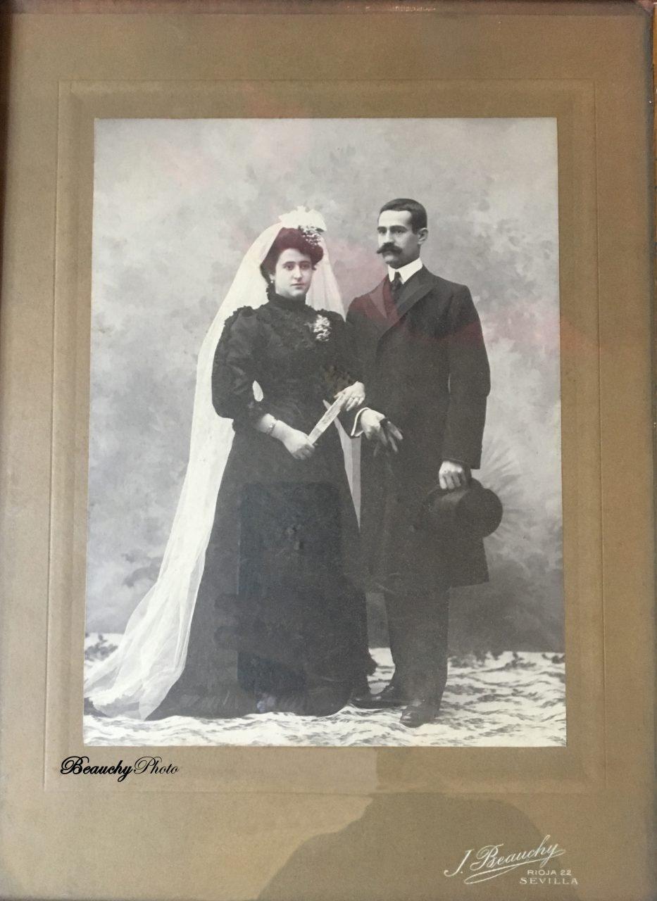 Retrato de boda de Dominica Fernández y Francisco Abascal