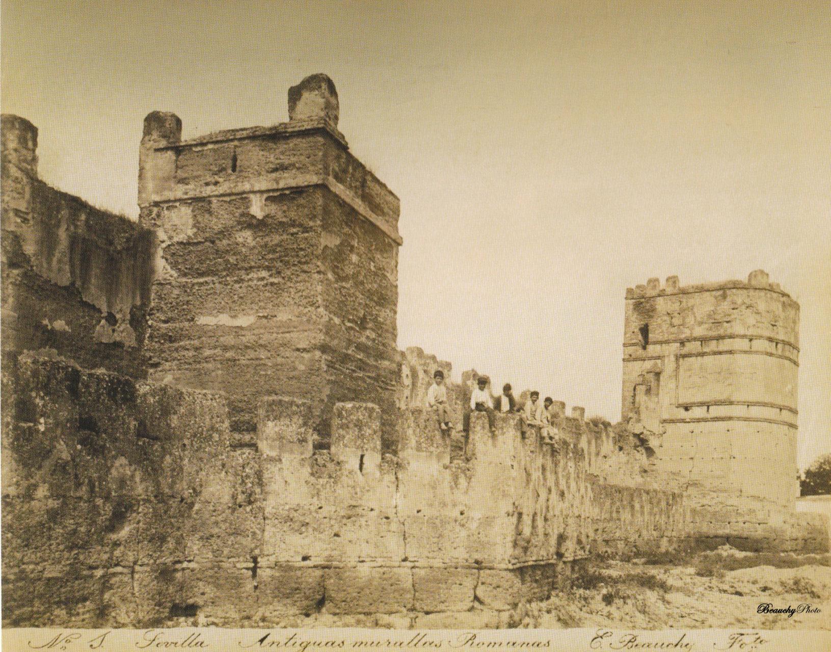 Niños en las Antiguas Murallas de Sevilla