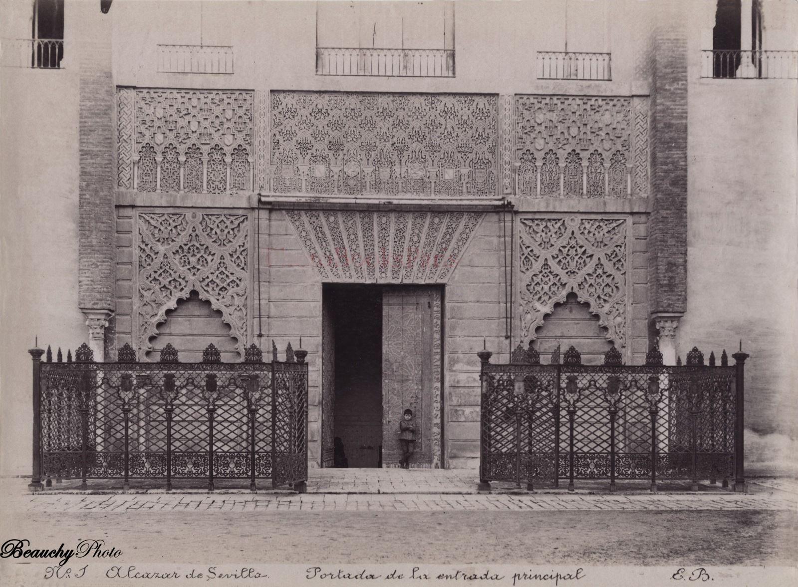 Niño_Beauchyphoto_Portada_Alcázar_de_Sevilla_Emilio_Beauchy_Cano_fotografias_antiguas_postales_vistas_y_monumentos