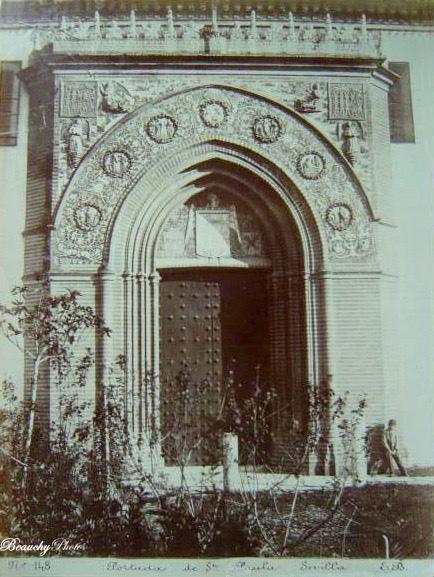 Niño en la Portada de Santa Paula de Sevilla 1890