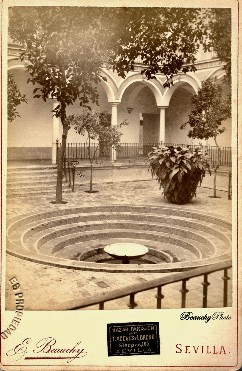 Fuente del patio del Hospital de los Venerables