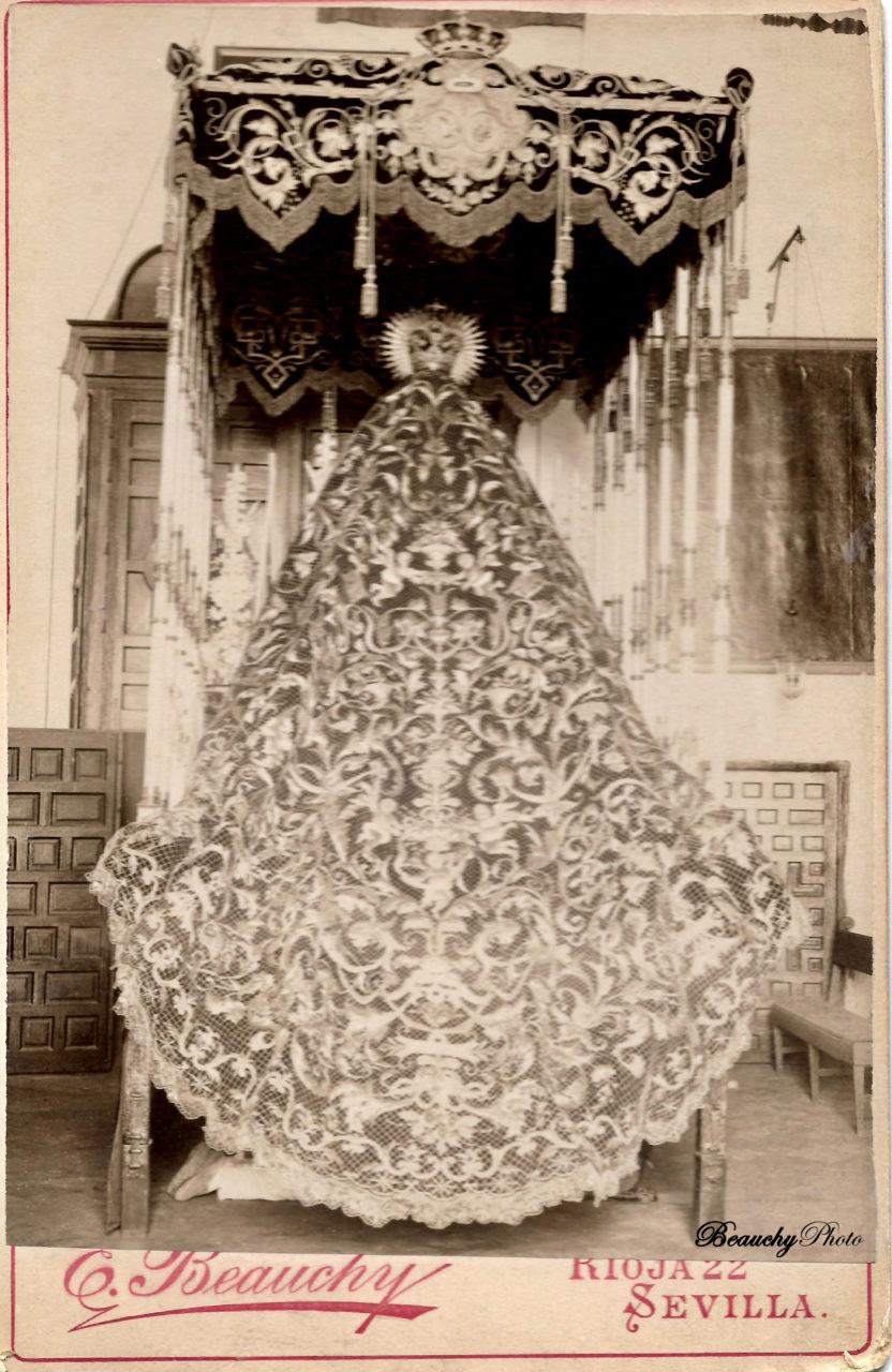 Manto de la Virgen de la Macarena