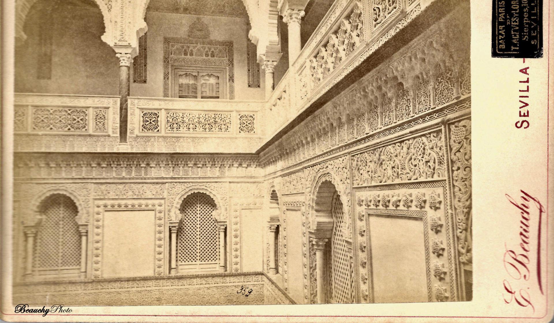 Detalle del piso superior del Patio de las Muñecas del Alcázar de Sevilla