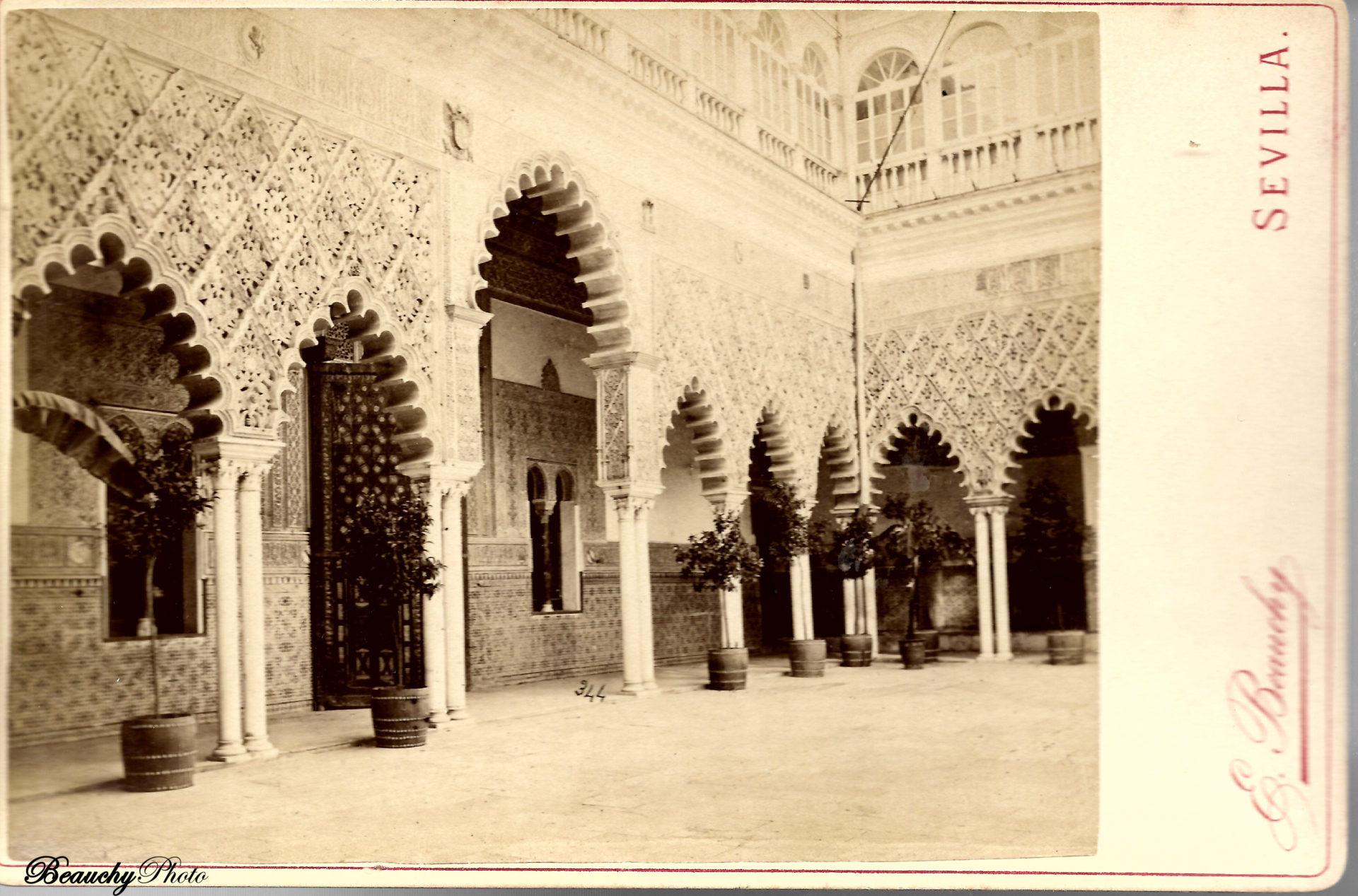 Frente del dormitorio de los Reyes Moros del Palacio del Rey Don Pedro del Alcázar de Sevilla