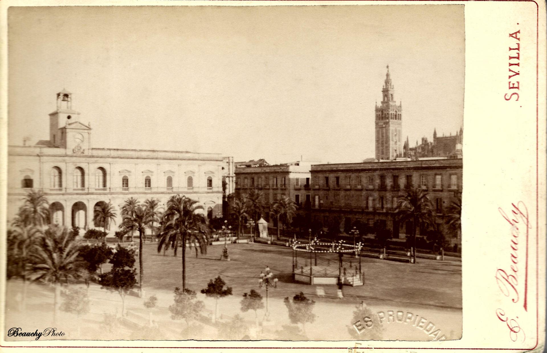 Plaza de San Fernando y Giralda de Sevilla