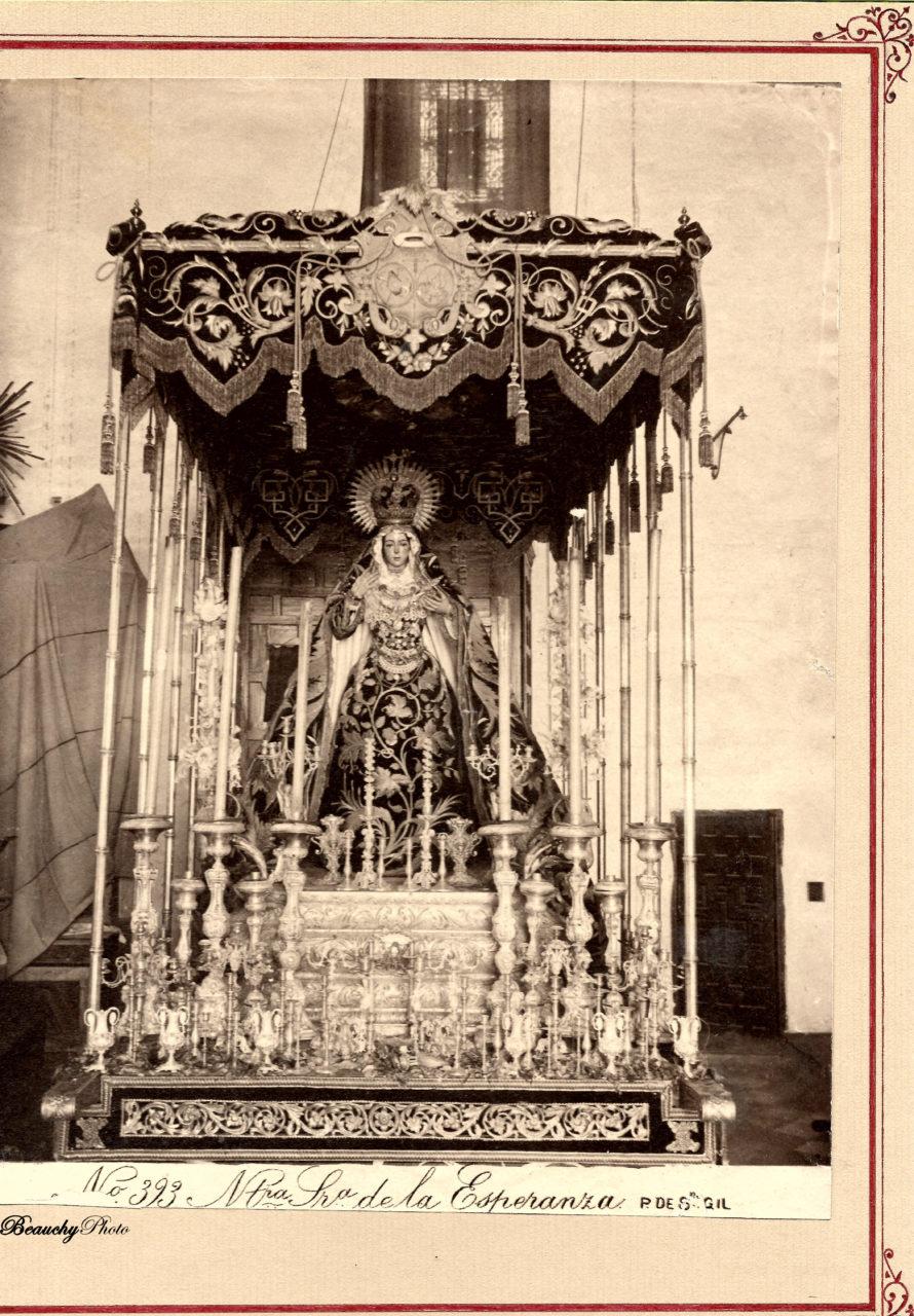 La Esperanza Macarena en su basílica